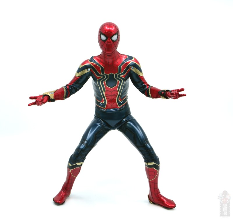 hot toys avengers infinity war iron spider figure review - crouching