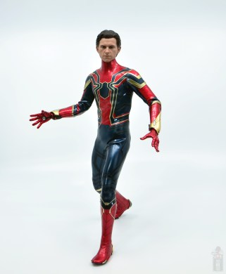 hot toys avengers infinity war iron spider figure review -unmasked peter head