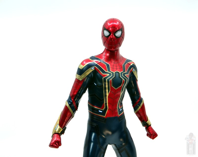hot toys avengers infinity war iron spider figure review - wide shot