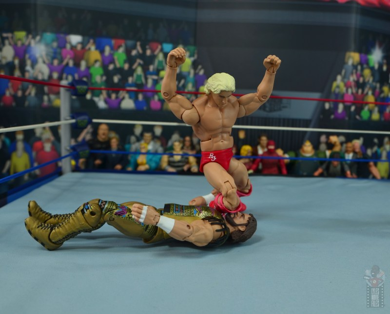wwe retrofest ric flair figure review - knee drop on randy savage