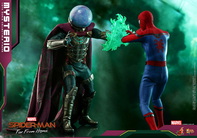 hot toys spider-man far from home mysterio figure - facing spider-man