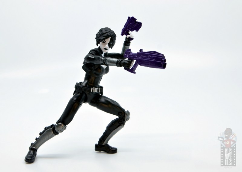 marvel legends domino figure review - aiming guns