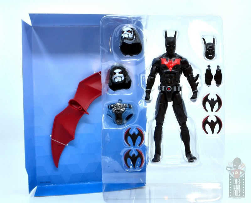 dc multiverse batman beyond figure review -accessories in tray
