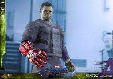 hot toys avengers endgame hulk figure -far shot