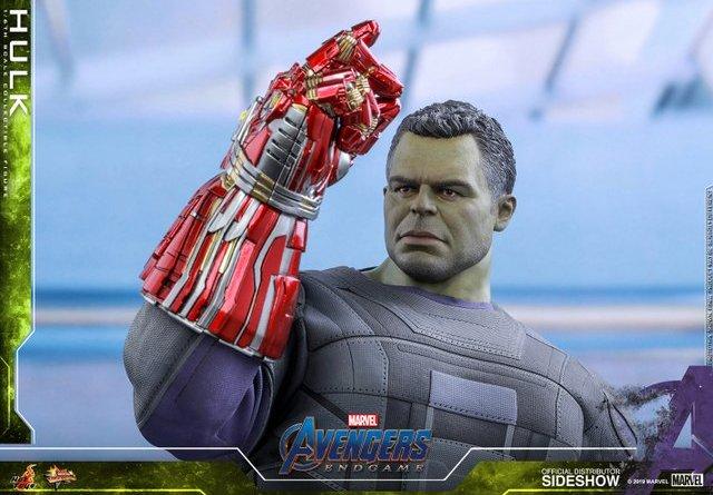 hot toys avengers endgame hulk figure - wide shot