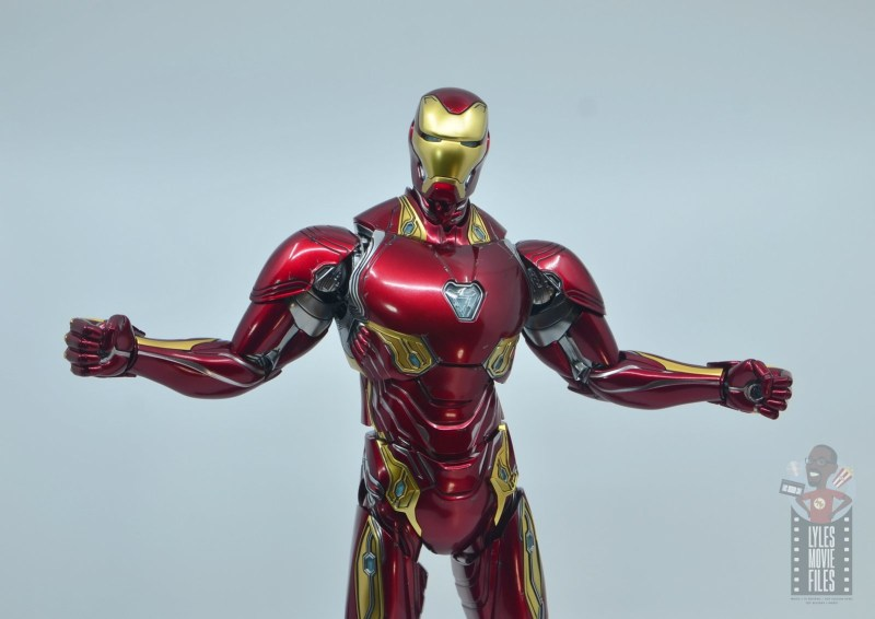 hot toys avengers infinity war iron man figure review - arms up