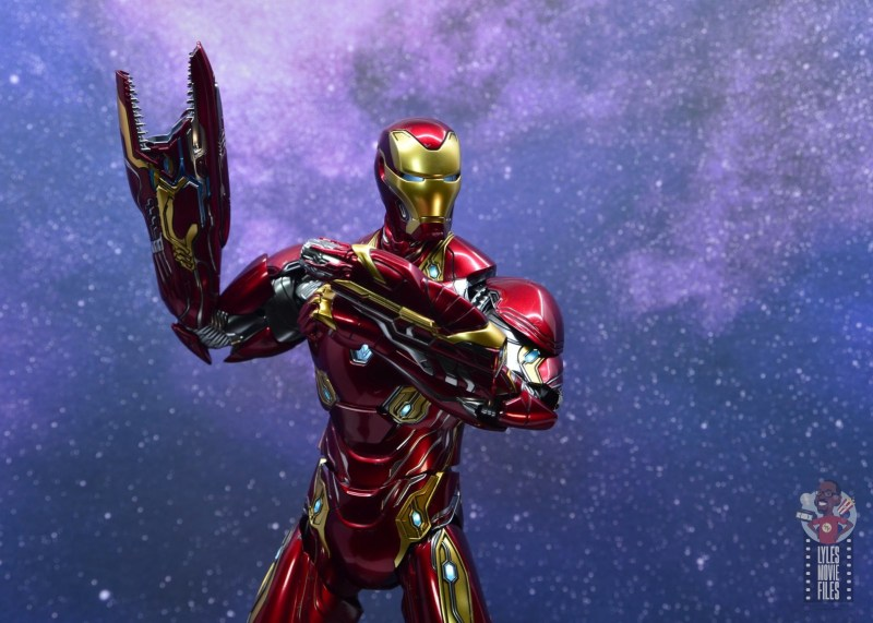 hot toys avengers infinity war iron man figure review -both arm blasters ready