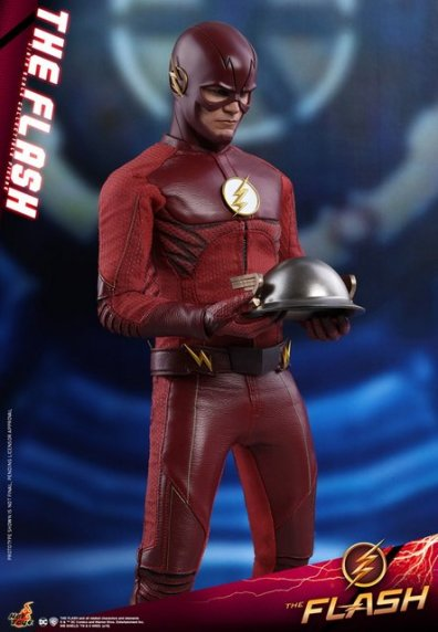 hot toys cw the flash figure - holding jay's helmet