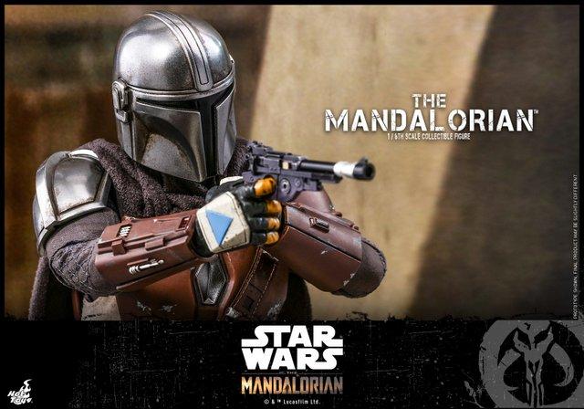 hot toys the mandalorian figure - taking aim