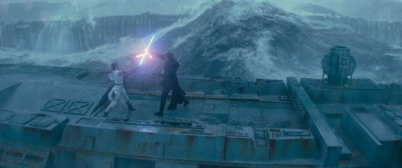 star-wars-the-rise-of-skywalker-pictures-rey-fighting-kylo-ren-in-the-rain