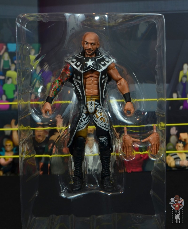 wwe elite 69 ricochet figure review - accessories in tray