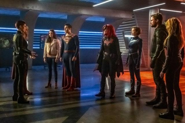 crisis on infinite earths - supergirl, Superman, batwoman, harbinger