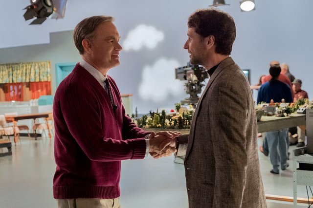 a beautiful day in the neighborhood review - tom hanks and matthew rhys