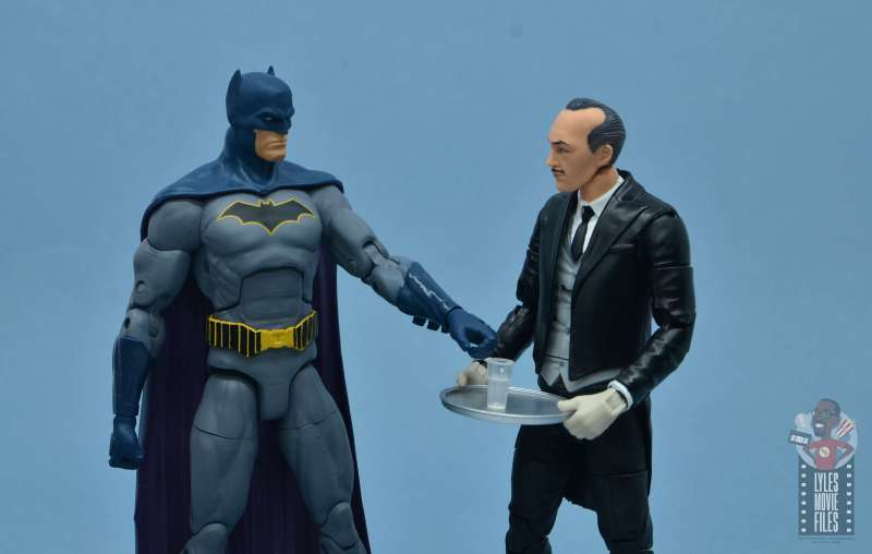 dc multiverse alfred figure review - holding tray for batman