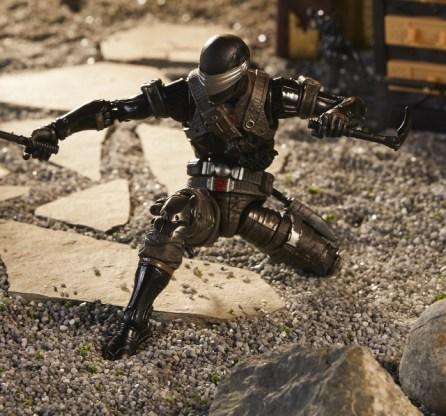 G.I. Joe Classified Series Snake Eyes Deluxe Action Figure - kneeling