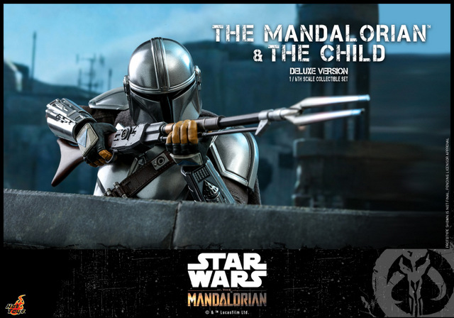 hot toys the mandalorian and the child deluxe figure set - aiming with rifle