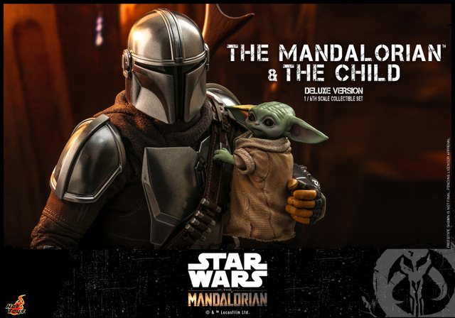 hot toys the mandalorian and the child deluxe figure set - holding the child