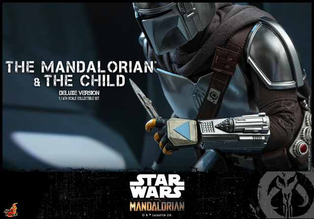 hot toys the mandalorian and the child deluxe figure set - knife detail