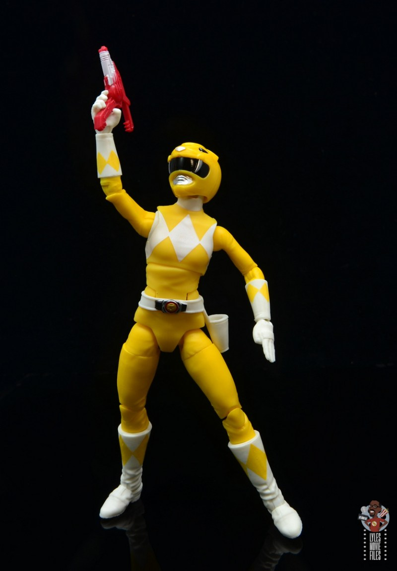 power rangers lightning collection mighy morphin yellow ranger figure review - aiming blaster up