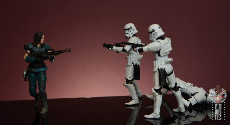 star wars the black series cara dune figure review - on the run vs stormtroopers