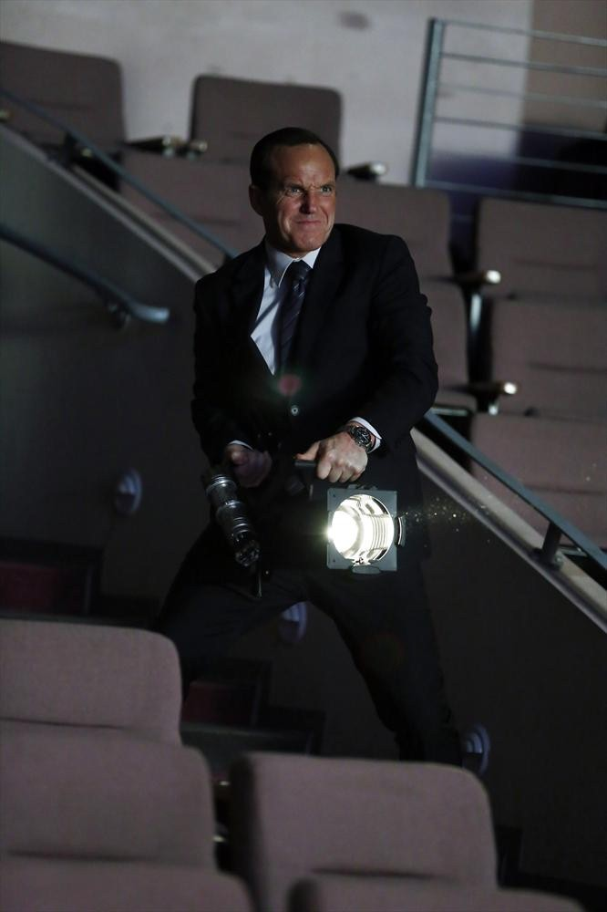 agents-of-shield-light-in-the-darkness-review-coulson
