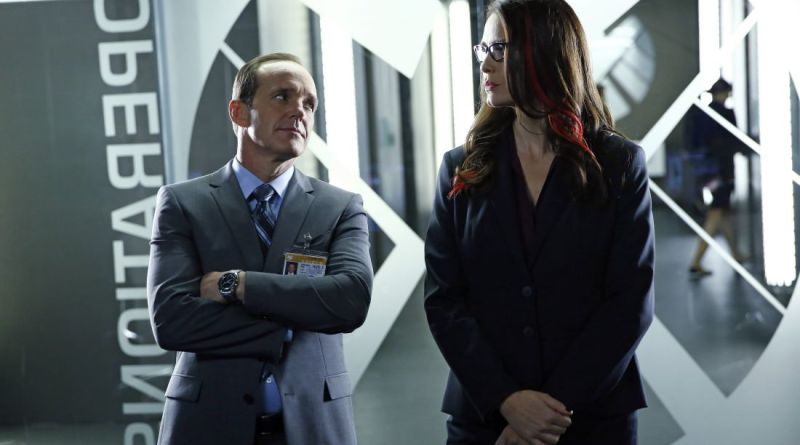 agents of shield the hub review - agent coulson and victoria hand
