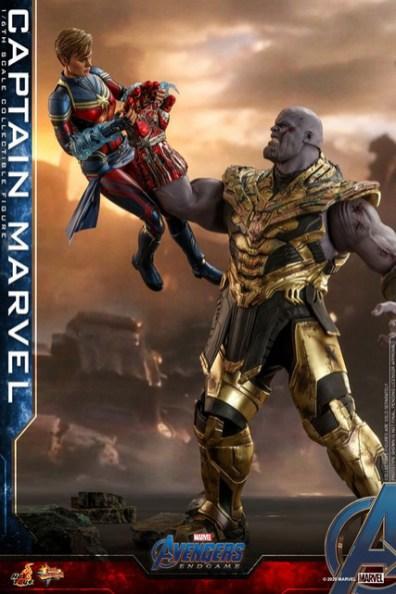 hot toys avengers endgame captain marvel - taking gauntlet from thanos