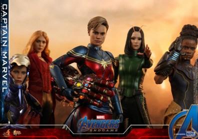 hot toys avengers endgame captain marvel - with pepper, wanda, mantis and shuri