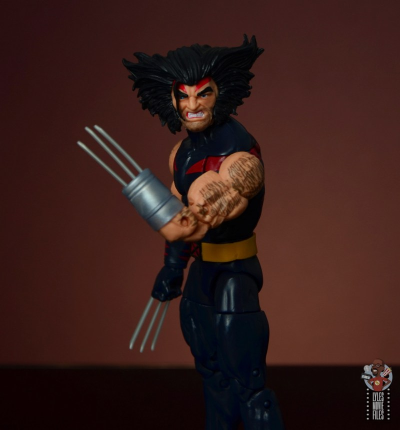 marvel legends age of apocalypse weapon x figure review - left hand claw