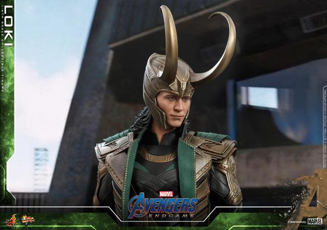 hot toys avengers endgame loki figure - close up helmet