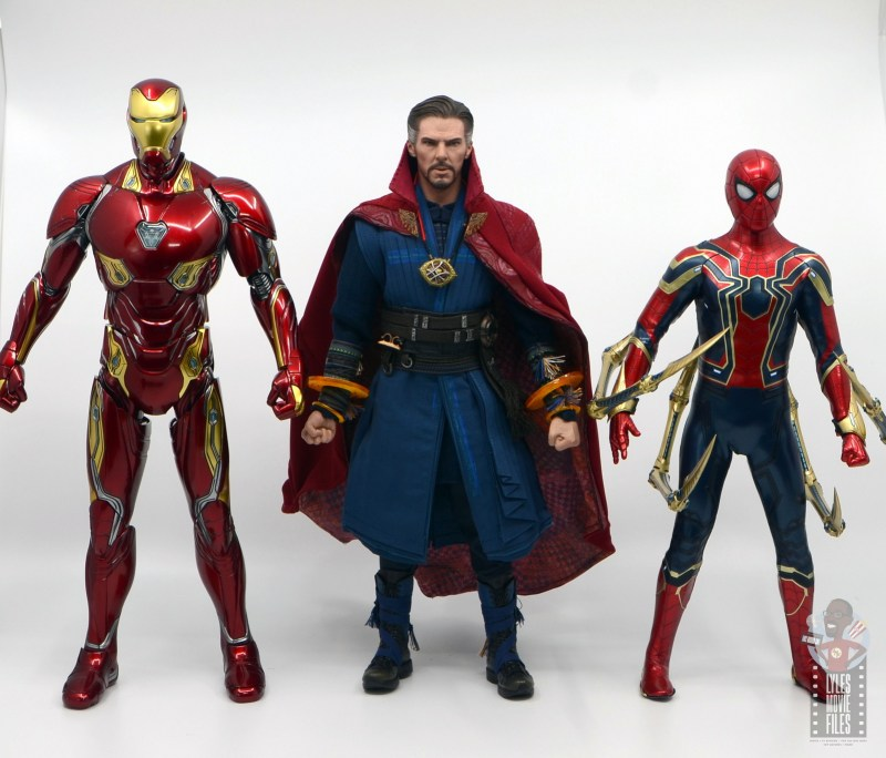 hot toys avengers infinity war doctor strange figure review - scale with iron man and iron spider