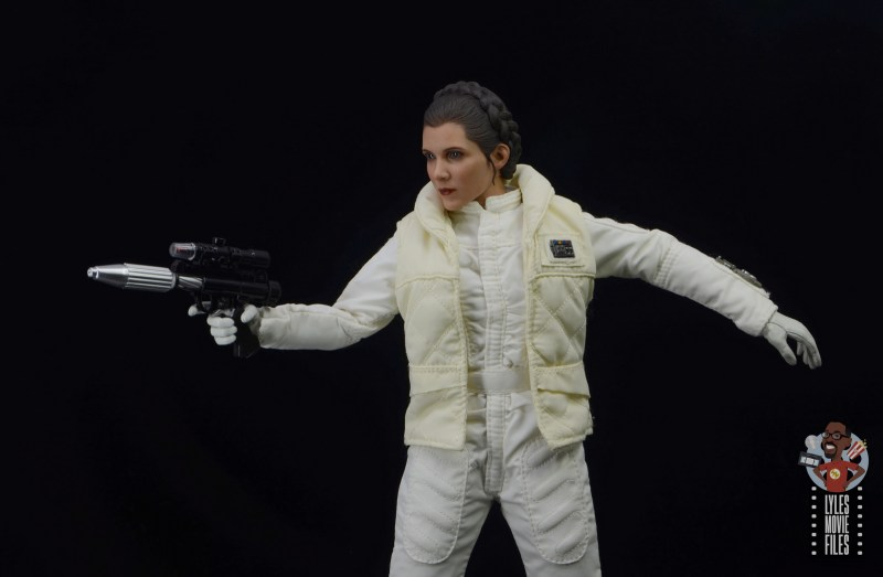 hot toys star wars hoth princess leia figure review - aiming blaster