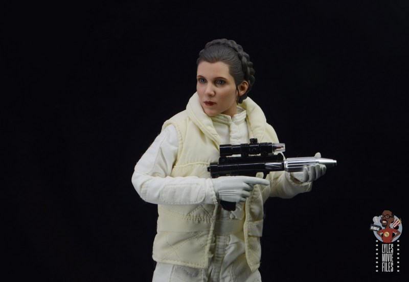 hot toys star wars hoth princess leia figure review -cradling blaster
