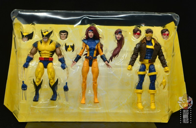 marvel legends cyclops, jean grey and wolverine set review - accessories in tray