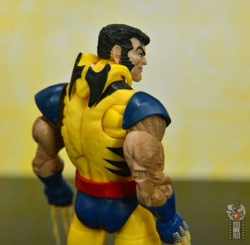 marvel legends cyclops, jean grey and wolverine set review - wolverine cowl hanging down