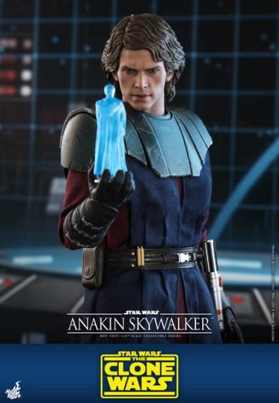 hot toys anakin skywalker clone wars figure -talking to obi-wan hologram