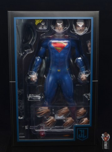 hot toys justice league superman figure review - accessories in tray