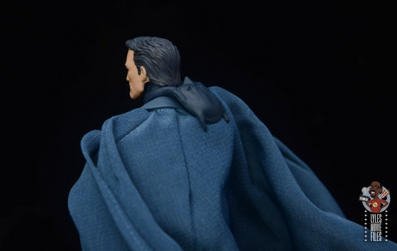 mafex hush batman figure review -batman multiverse cowl