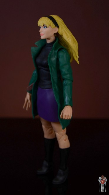 marvel legends retro gwen stacy figure review - left side