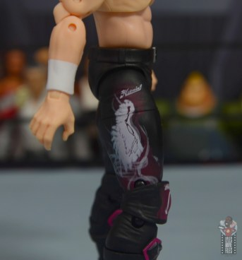 aew unrivaled kenny omega figure review - tight airbrush design