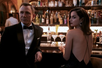 no-time-to-die-pictures-daniel-craig-and-ana-de-armas