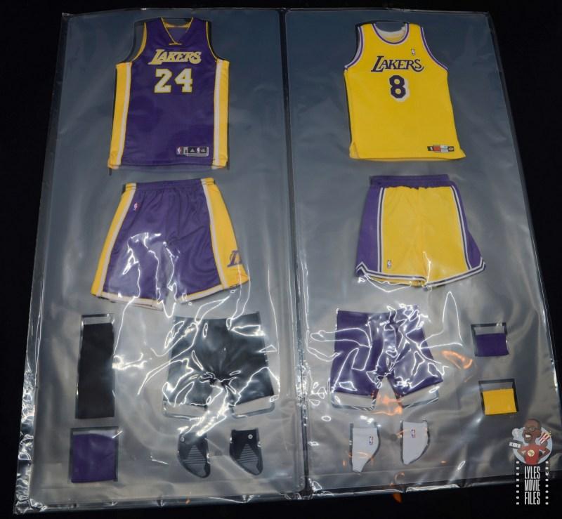 enterbay nba masterpiece kobe bryant figure review -jerseys in plastic slide