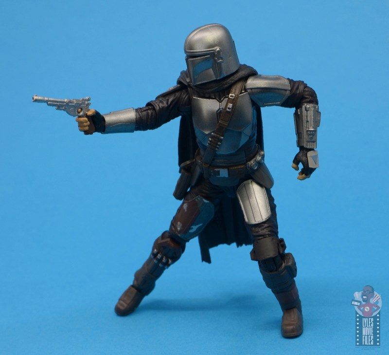 star wars the black series the mandalorian beskar armor figure review - aiming pistol