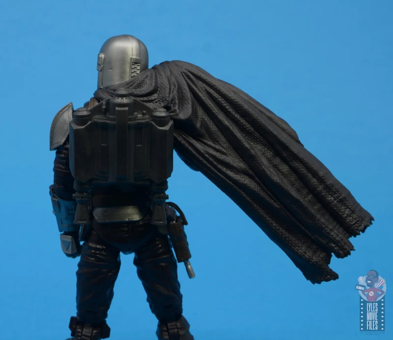 star wars the black series the mandalorian beskar armor figure review -jetpack and cape set up