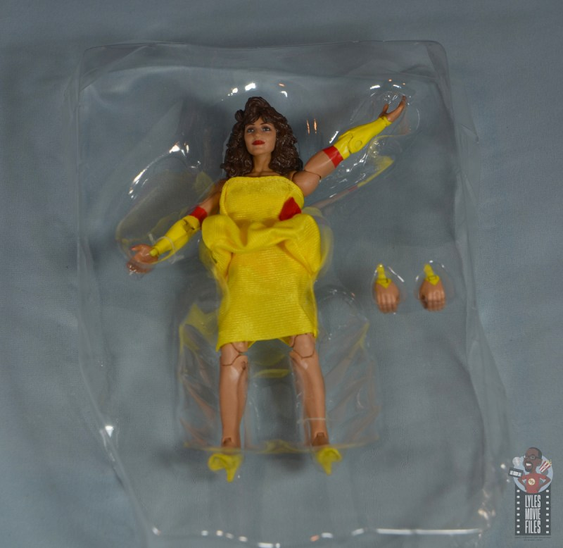 wwe elite series 77 miss elizabeth figure review - accessories in tray