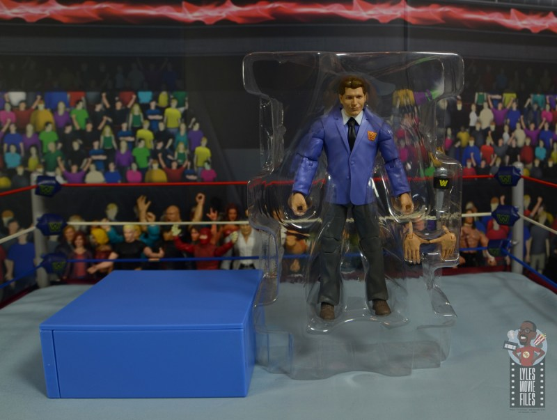 wwe elite vince mcmahon figure review - accessories in tray