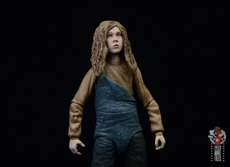 neca aliens newt figure review - looking up