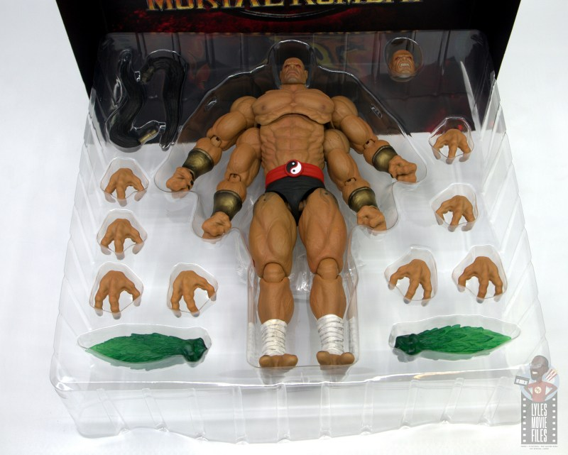 storm collectibles mortal kombat goro figure review - accessories in tray