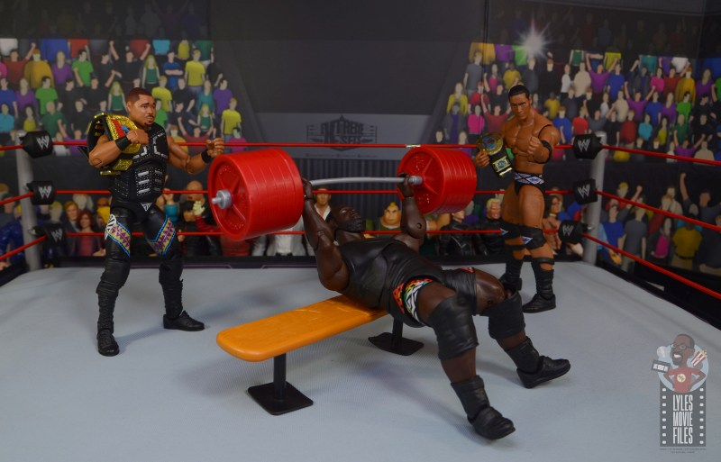 wwe decade of destruction mark henry figure review - lifting weights with d-lo brown and the rock watching