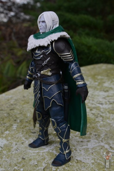 dungeons and dragons drizzt and guenhwyvar figure review - drizzt left side